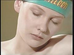 Волосатые ХХХ видео - сексуальная обнаженная девушка